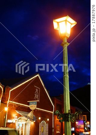 ガス灯と金森赤レンガ倉庫 17887976