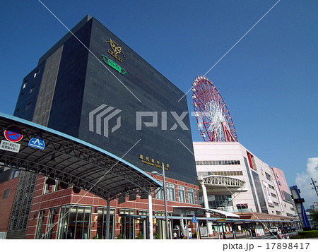 鹿児島中央駅と駅ビル「アミュプラザ鹿児島」桜島口南側から 17898417