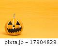 ハロウィンのおもちゃカボチャ 17904829