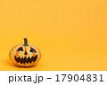 ハロウィンのおもちゃカボチャ 17904831