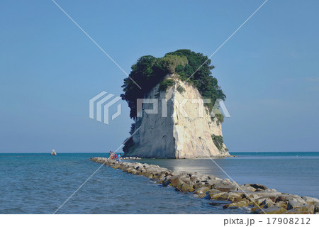 奥能登 エンムスビーチの見附島 17908212