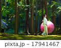 日本の着物美人と和傘 17941467