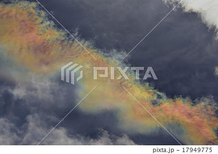 霧状雲に覆われた彩雲の写真素材...