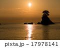【富山県】雨晴海岸のご来光 17978141