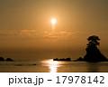 【富山県】雨晴海岸のご来光 17978142