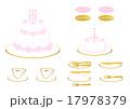 デコレーションケーキと金のカトラリー 17978379