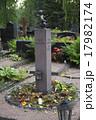 ヘルシンキに眠るトーベ・ヤンソンの墓石 17982174