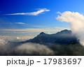 穂高連峰と竜の形の雲 17983697
