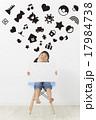 子供 女の子 メッセージボードの写真 17984738