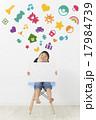 子供 女の子 メッセージボードの写真 17984739