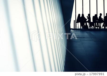 ビル内のカフェ 17997991