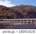 京都・嵐山の紅葉と渡月橋「日本百名橋」 18001028