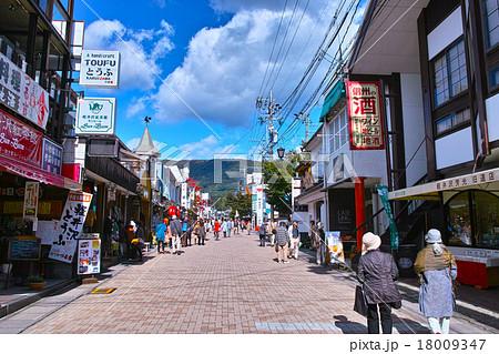 旧軽井沢銀座のメインストリート 18009347