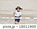 走る女の子(体操服、ゴールテープ) 18011900
