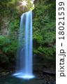 夕日の滝と朝日 18021539