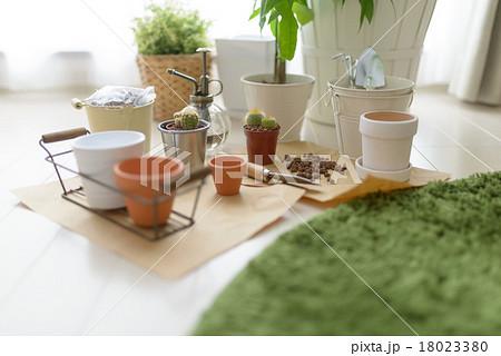 ガーデニング用品・小物の写真素材 [18023380] - PIXTA