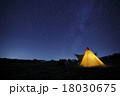 キャンプの夜空 18030675