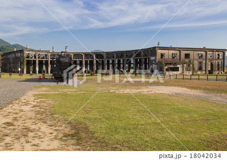 豊後の森駅機関庫と機関車 18042034