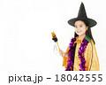 ハロウィンの仮装をした女の子 18042555