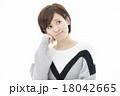 若い女性 18042665