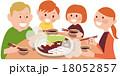 鍋を囲む笑顔の4人家族 18052857