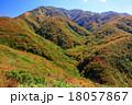 上越国境・清水峠から見る朝日岳稜線 18057867