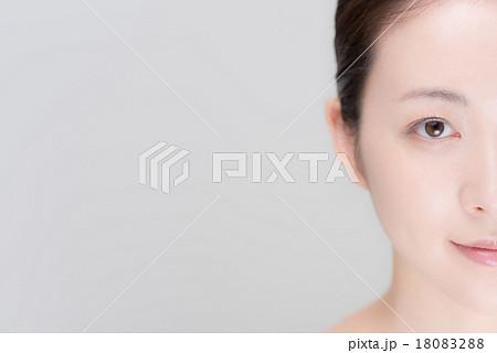 女性 顔 18083288