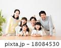 家族 三世代 笑顔の写真 18084530