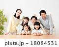 家族 三世代 笑顔の写真 18084531
