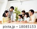 家族 三世代 笑顔の写真 18085153