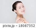 女性 肩 18087352