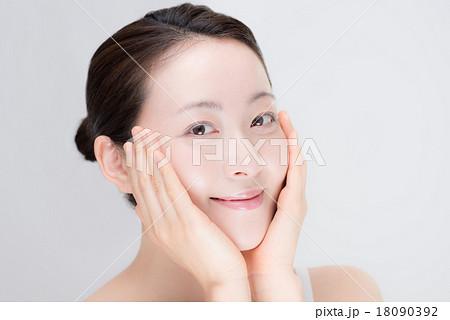 女性 顔 18090392