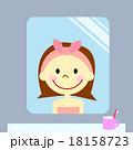 鏡に写る笑顔の女性 18158723