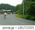 公道を走る自転車レース 18171555