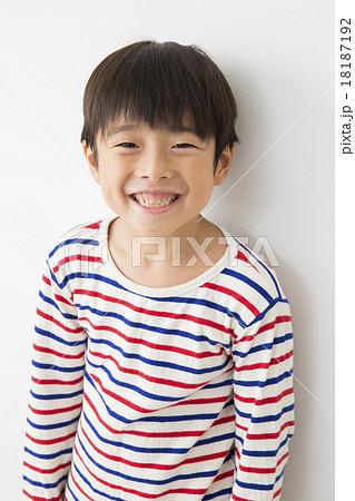 ポートレート 小学生の男の子 7歳 18187192