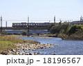 多摩川を渡る京王7000系電車 18196567