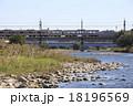 多摩川を渡る京王7000系電車 18196569