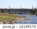 多摩川を渡る京王7000系電車 18196570