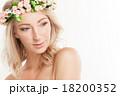 女性 ビューティー 花輪の写真 18200352