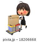 赤面しながら台車で荷物を運ぶ女性スタッフ 18206668