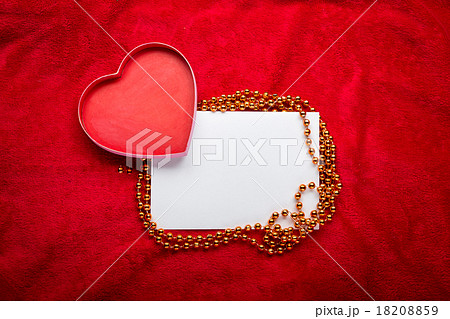 heart with a blank card on red backgroundの写真素材 [18208859] - PIXTA