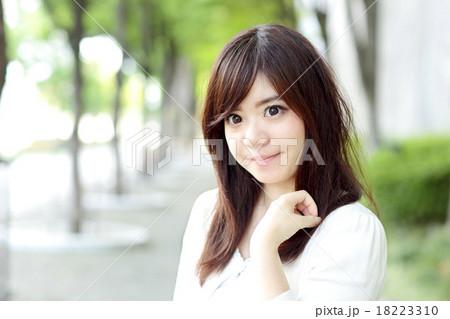 若い女性 ポートレート 18223310