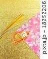 年賀状背景素材・水引の亀と金銀水引・和紙2種(桜柄、金凹凸和紙)バック縦位置ハガキ対応比 18252206