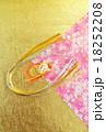 年賀状背景素材・水引の亀と金銀水引半円・和紙2種(桜柄、金凹凸和紙)バック縦位置ハガキ対応比 18252208