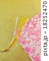 年賀状背景素材・和紙2種(桜柄、金凹凸和紙)に金銀水引曲線・縦位置ハガキ対応比 18252470