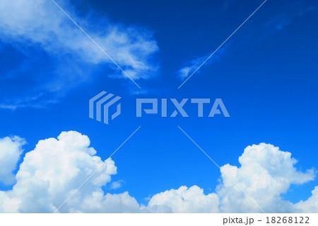 夏空と入道雲 18268122