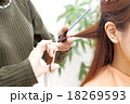 美容院 髪 切るの写真 18269593