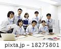 ビジネス 笑顔 会議室の写真 18275801