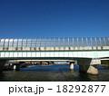 川の上の高速道路 18292877