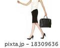 脚 女性 ビジネスウーマンの写真 18309636
